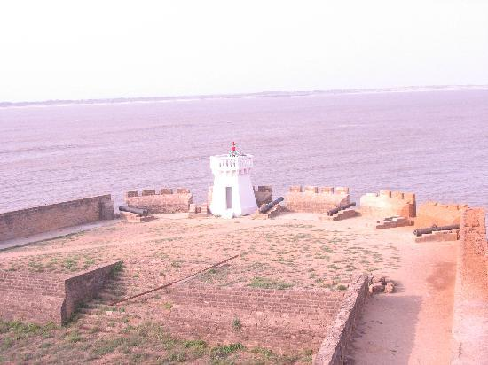 Sugati Beach Resort: Portugese fort