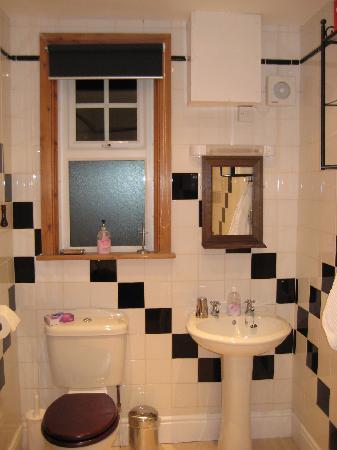 Oketon Bed and Breakfast: Bathroom