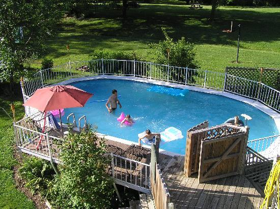 Arrow Rock Station Bed and Breakfast: The pool