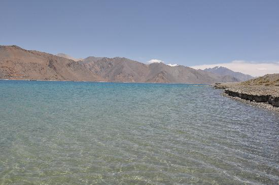 Hotel Holiday Ladakh: Water-water everywhere not a drop to drink.  Highest Saltwater Pangong Lake at Indo China Border