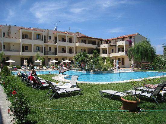 Villas Duc-Rhodes: poolområde