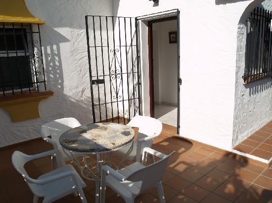 Roma Villa: Outdoor seating area by the villa entrance