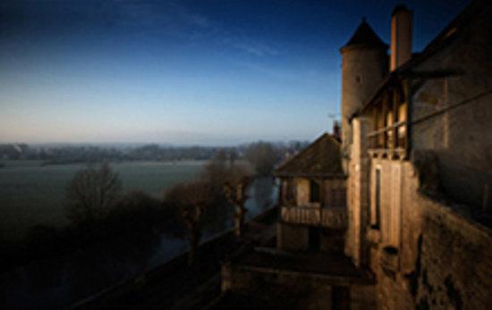 Noyers-sur-Serein, France: location 30 personnes vue le matin