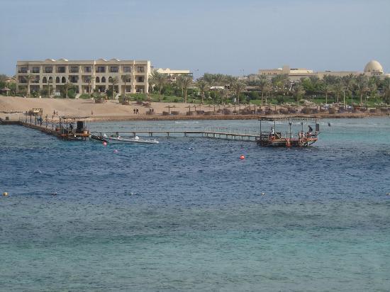 Jaz Lamaya Resort: Ausblick von der anderer Seite der Bucht