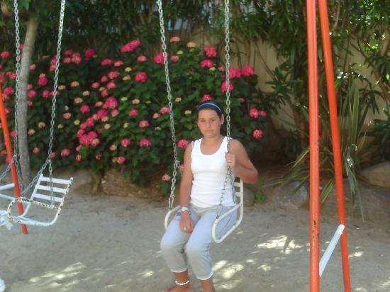 Sumus Hotel Monteplaya: lovely back garden with a little park for kids