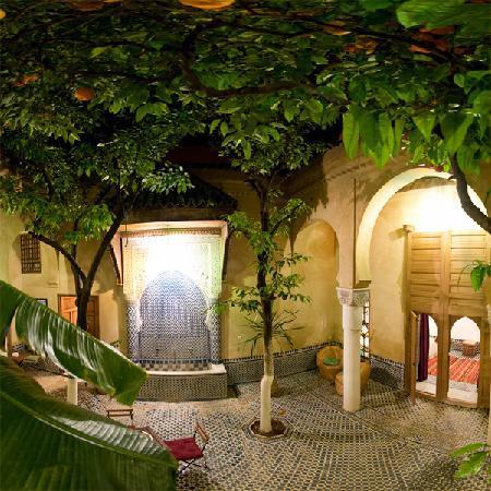Riad La maison d'a cote: Le patio de nuit