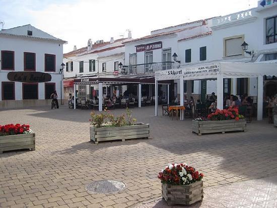 Hostal La Palma : Front of the hostel