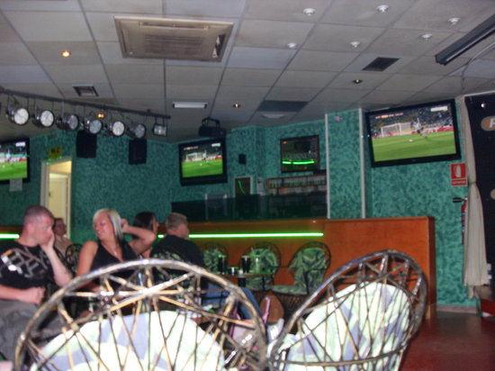 Pieros Music Cafe: Inside the cafe, they show all english football games on 9 large screens, including a projector