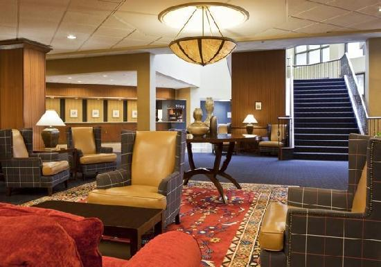 Sheraton Syracuse University Hotel & Conference Center: Hotel Lobby