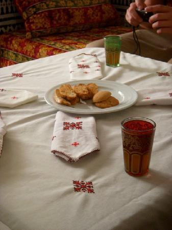 Dar Fes Medina: Welcome tea and cookies