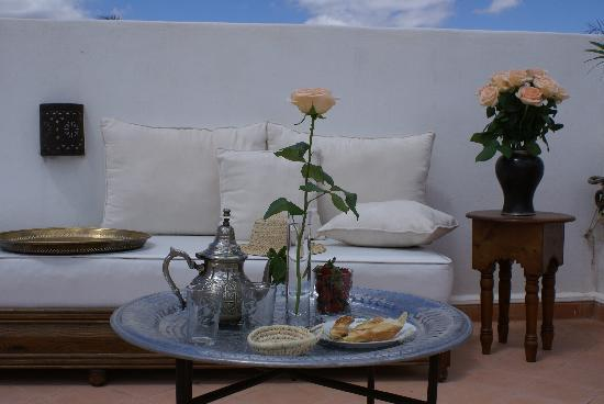 Riad les Orangers d'Alilia Marrakech: Farniente sur la terrasse