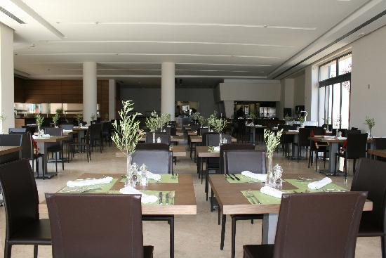 Atlantica Eleon Grand Resort & Spa: Le restaurant intérieur