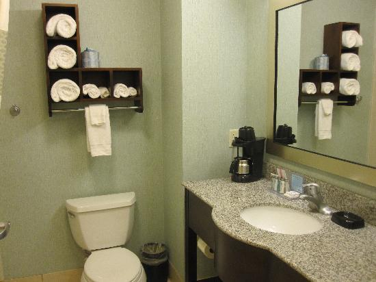 Grafton, WI: Clean bathroom w/ plenty of towels
