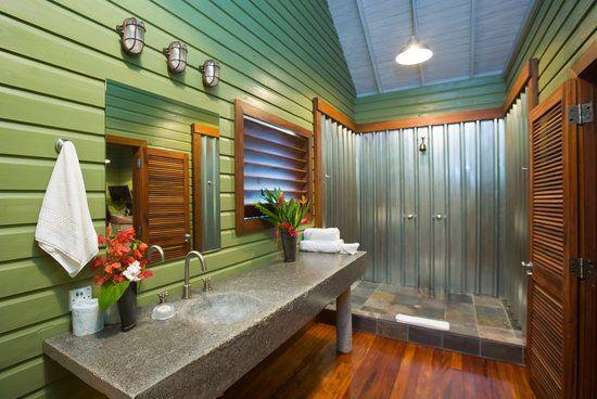 Pagua Bay House Oceanfront Cabanas: Bathroom