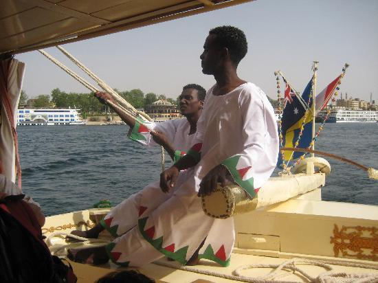 Glory of Nubia - Day Tours : One of the smiling workers