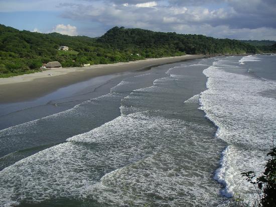 Parque Maritimo el Coco: Playa