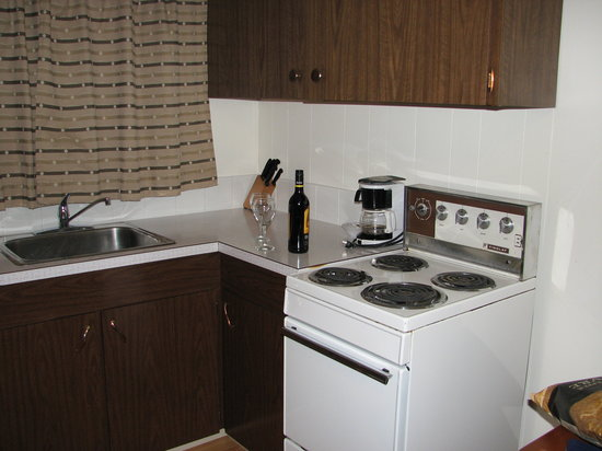 Kaslo Motel: full kitchen facilities