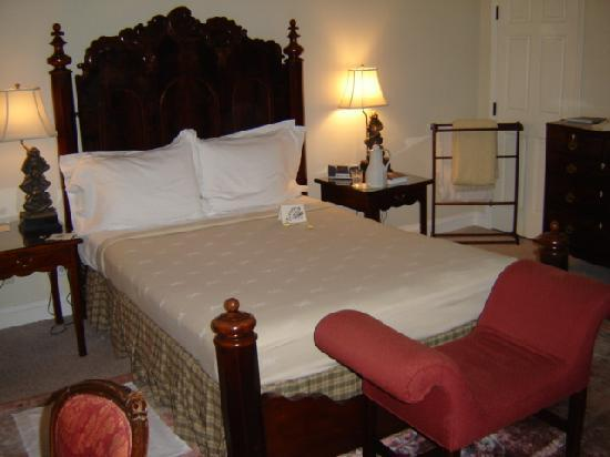Inn at Montchanin Village: evening turndown