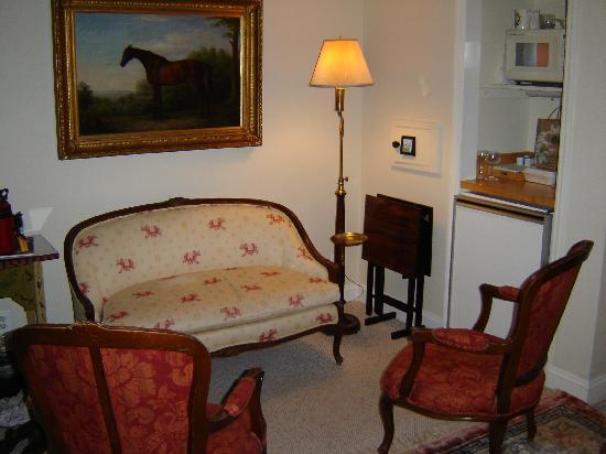 Inn at Montchanin Village: Sitting area of Coleman (Deluxe Room)