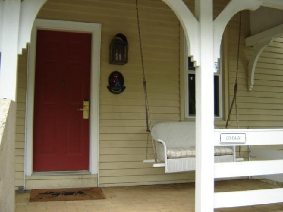 Inn at Montchanin Village: Front Porch of Coleman (Deluxe Room)