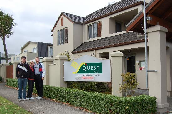 Voyager Apartments Taupo: Quest Taupo is a great place to stay and a short walk to the Jolly Good Fellows