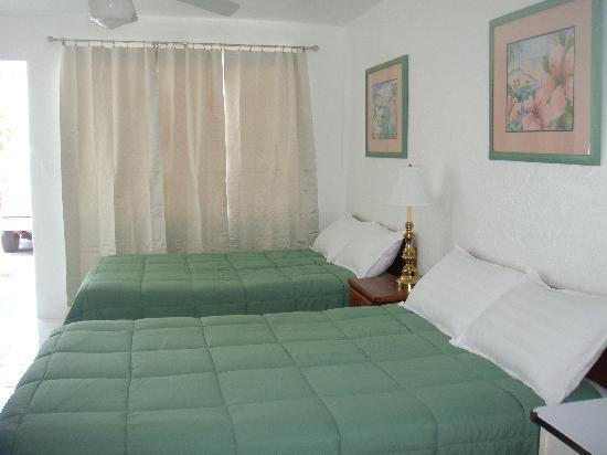 Ocean Mist Motel: room8