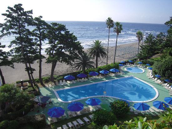 Izu-Imaihama Tokyu Hotel: 部屋のテラスからの景観。「今井浜」がまるでプライベート・ビーチのように錯覚してしまいます。
