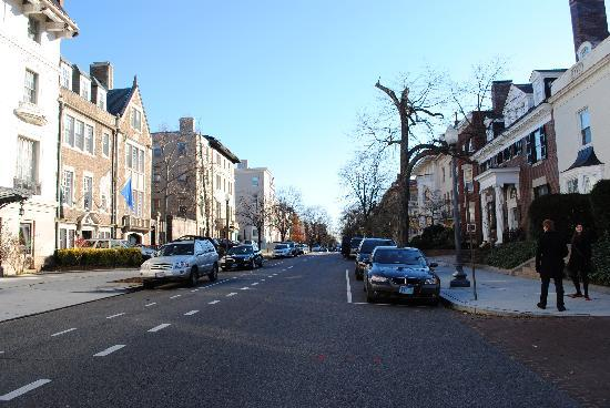 Embassy Circle Guest House: R Street - a crisp winter morning