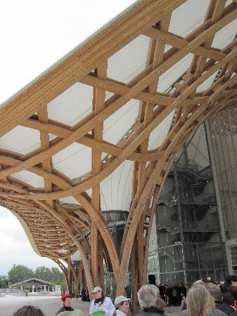 Metz, Frankreich: Architectural detail of the wood-and-canvas canopy.