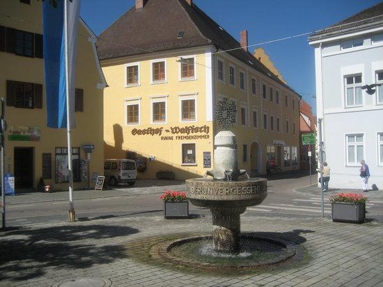 Nordlingen, ألمانيا: Gasthof Walfisch von aussen.