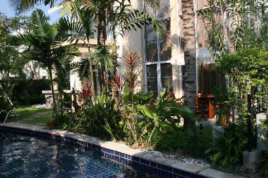 Blue Lagoon Resort Hua Hin: Villa Backyard with direct pool access