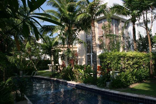 Blue Lagoon Resort Hua Hin: Villa Backyard / Pool / Tropical Gardens