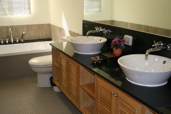Blue Lagoon Resort Hua Hin: Master Bedroom Bathroom
