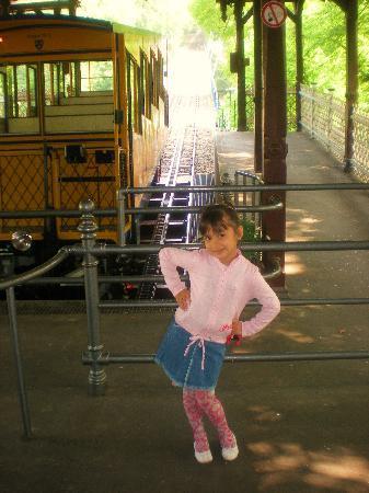 Wiesbaden, Tyskland: isabella e il trenino ad acqua