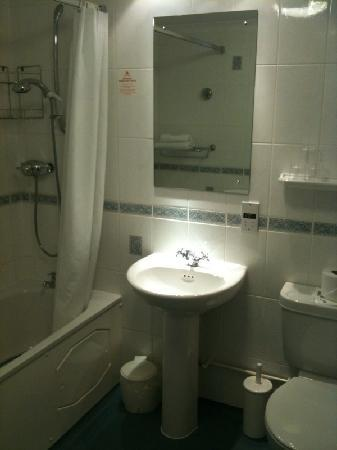 TLH Carlton Hotel: Our bathroom