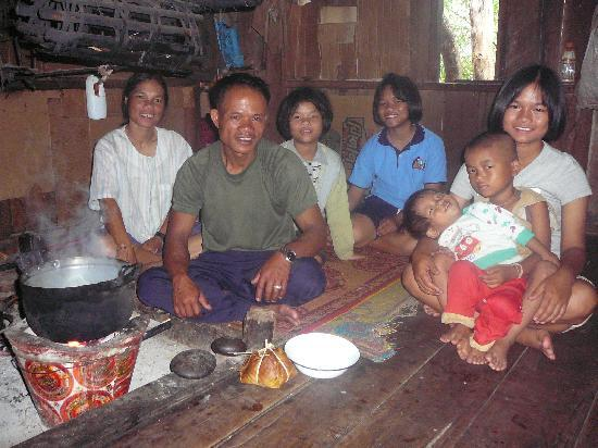 Thailand Hilltribe Holidays Homestay: Cooking at homestay