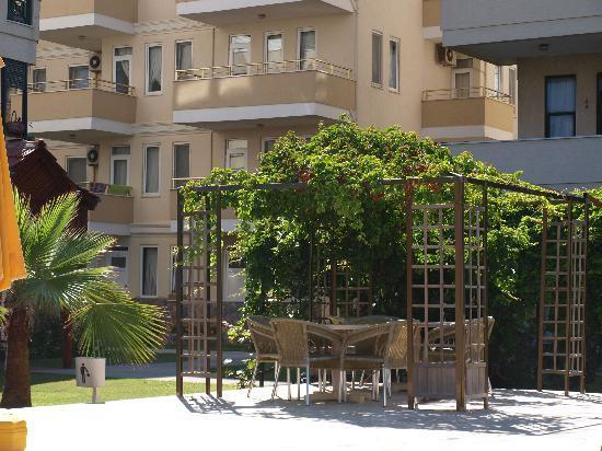 Bora Bora: Beautiful hotel,gardens pools clean and relaxing