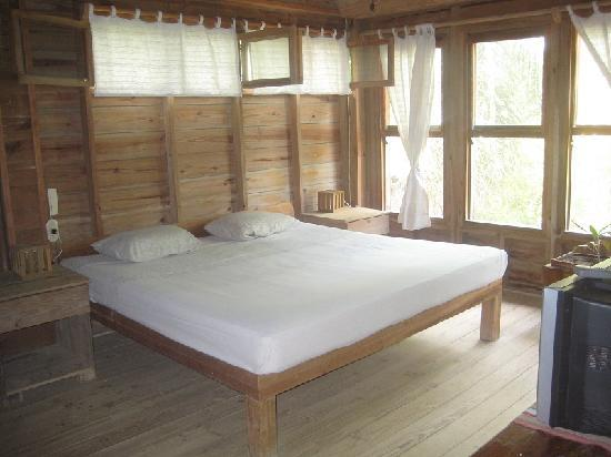 Roatan Bed & Breakfast Apartments: One of the bedrooms, open and spacious