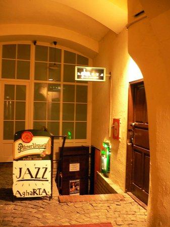 AghaRTA: entrance