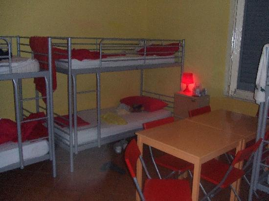Albergo Paola: Mixed Dorm Room (6 Beds)