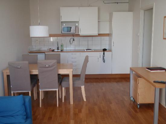 StayAt Stockholm Kista: StayAt Kista dining and kitchen