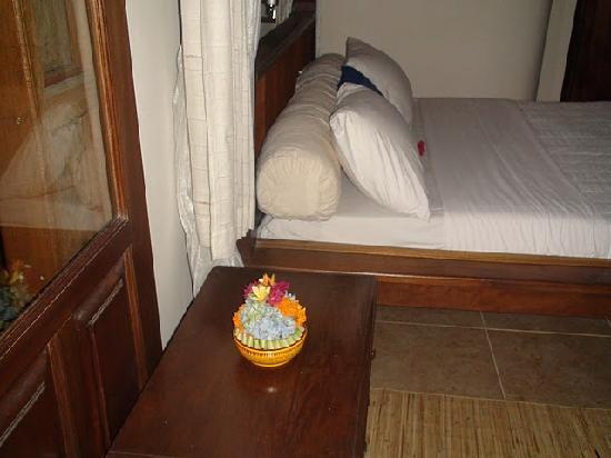 Kebun Indah: Bed at PADI