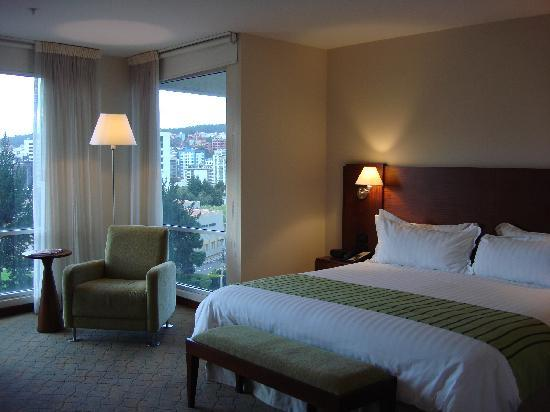 Holiday Inn Express Quito : my room with two large windows overlooking quito