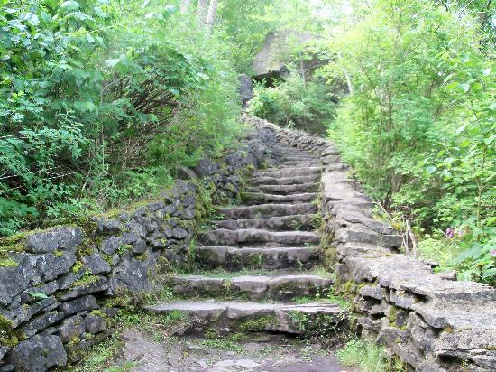Whirlpool State Park: the steep steps of the trail