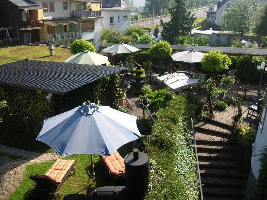 Moselromantik Hotel Panorama: Vue sur le jardin