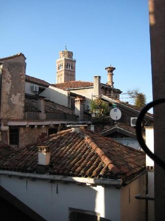 Locanda Ca' Foscari: The view from the window above my bed.