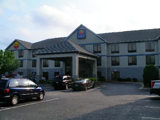Comfort Inn & Suites Peachtree Corners: Die Außenansicht des Hotels