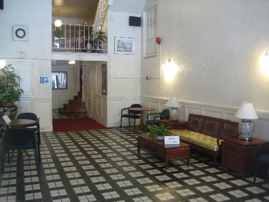 Nash Hotel: Hotel Lobby