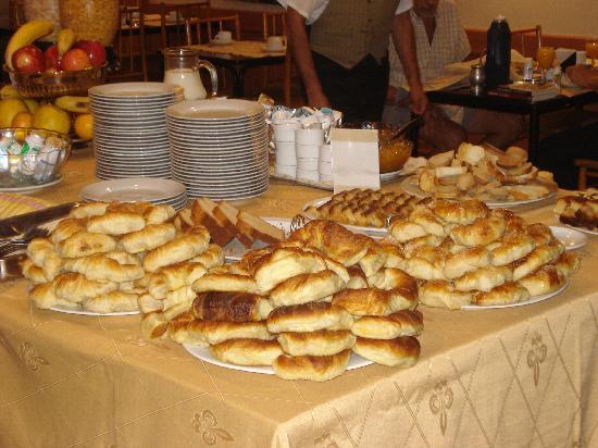 Hotel Salto Grande: Mesa de desayuno del Hotel