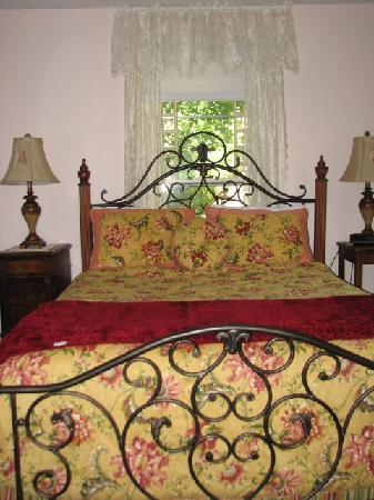 Avenue Hotel Bed and Breakfast: Canon room